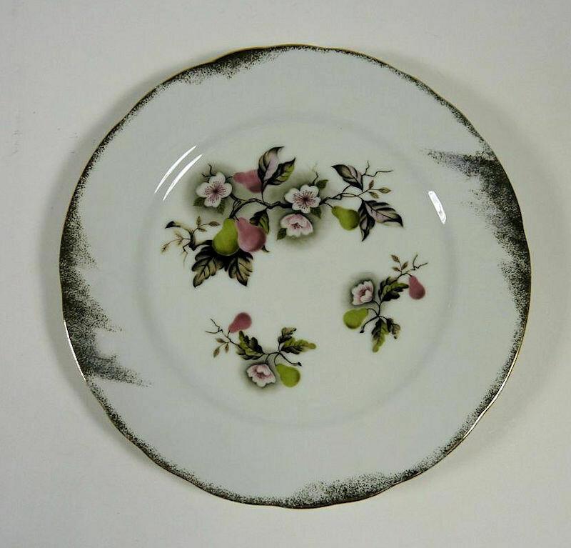 "Lefton NE4257 Vintage Large Plate - 9"" Diameter."