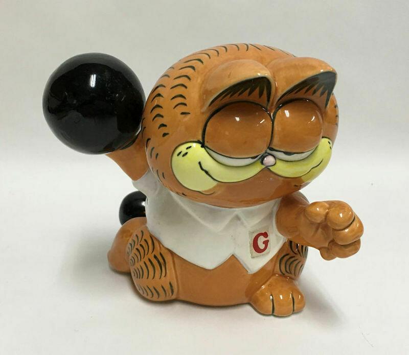 "1981 Enesco Garfield Bowler Cat Ceramic Bank Figurine 5-1/2"" Tall - No Stopper"