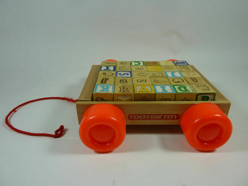 Vintage Tootsie Toy Pull Wagon with 30 Wooden Blocks.