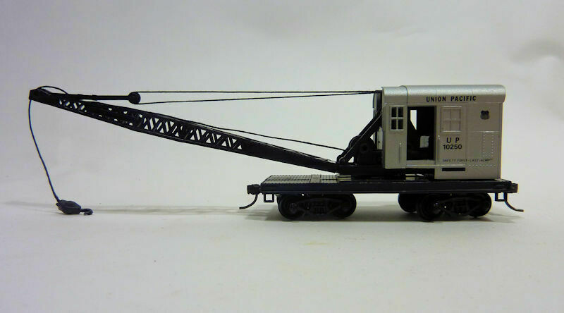 HO Gauge Crane and Boom Tender Set - Union Pacific 10250 and 3095