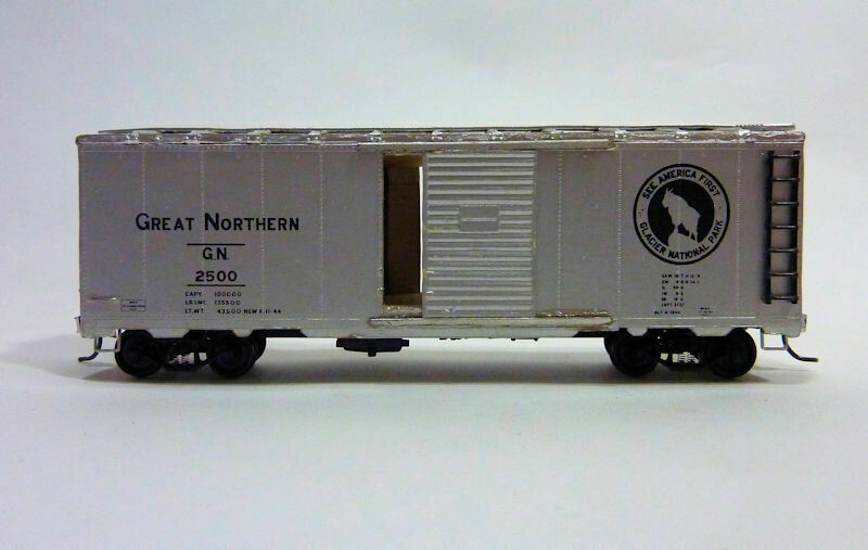 HO Gauge Great Northern Box Car - Custom painted and detailed with Kadee Couplers