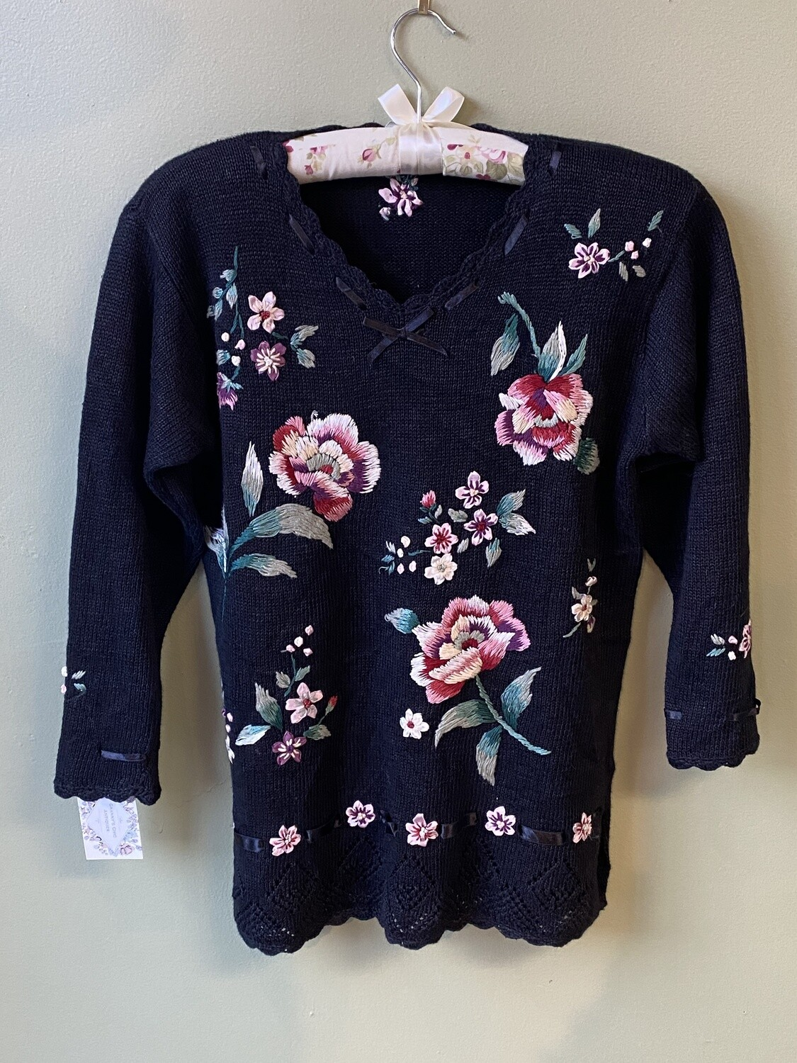 Vintage Cotton-blend Capacity Navy Sweater with Scalloped Sleeves, Roses, and Satin Ribbon Collar, Size Petite M