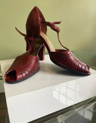 Naturalizer Leather Heels SIZE: 6.5