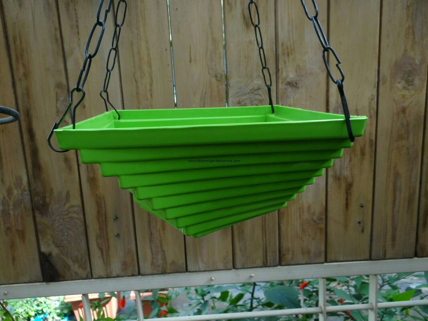 Twister hanging plastic pot 9 inch (multiple colors)