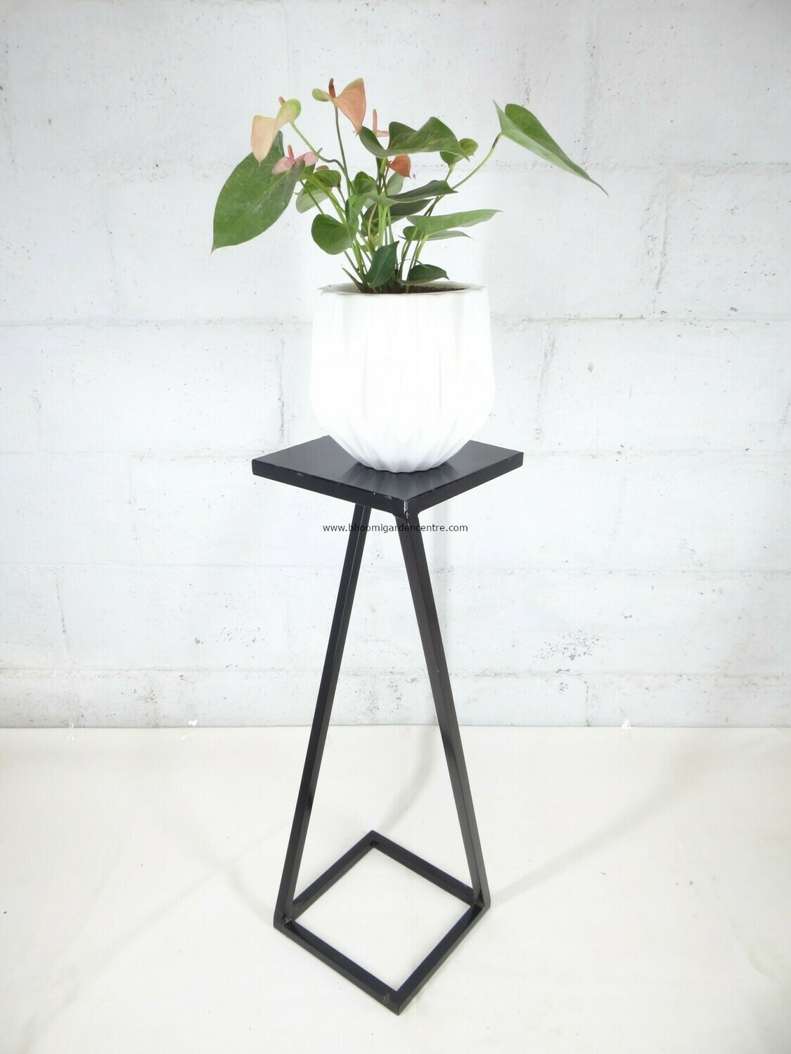 UE 114 - Cross leg shaped stand