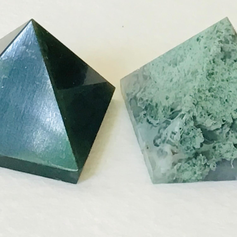 Moss Agate Pyramid 34-37 mm