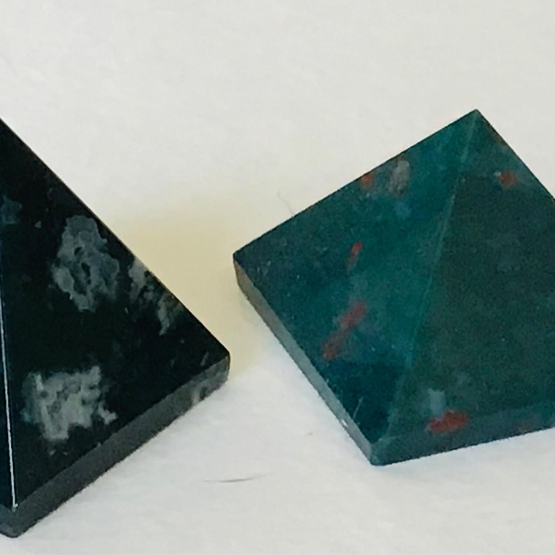 Bloodstone 34-37mm Pyramid
