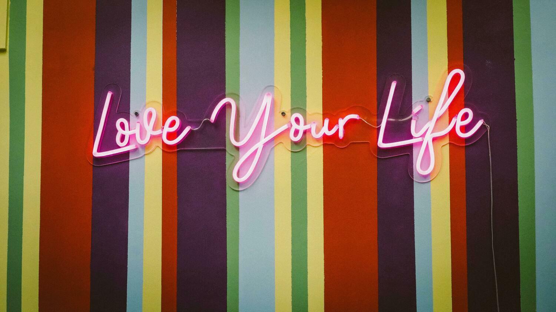 Digital Wallpaper- love your life