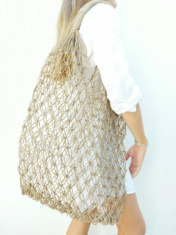 Shopping bag from seagrass