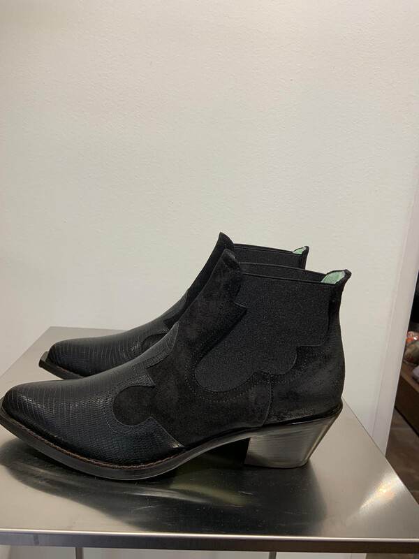 PAOLA D'ARCANO BOOTS