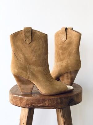 Lola Cruz Senora Cowboy Boots