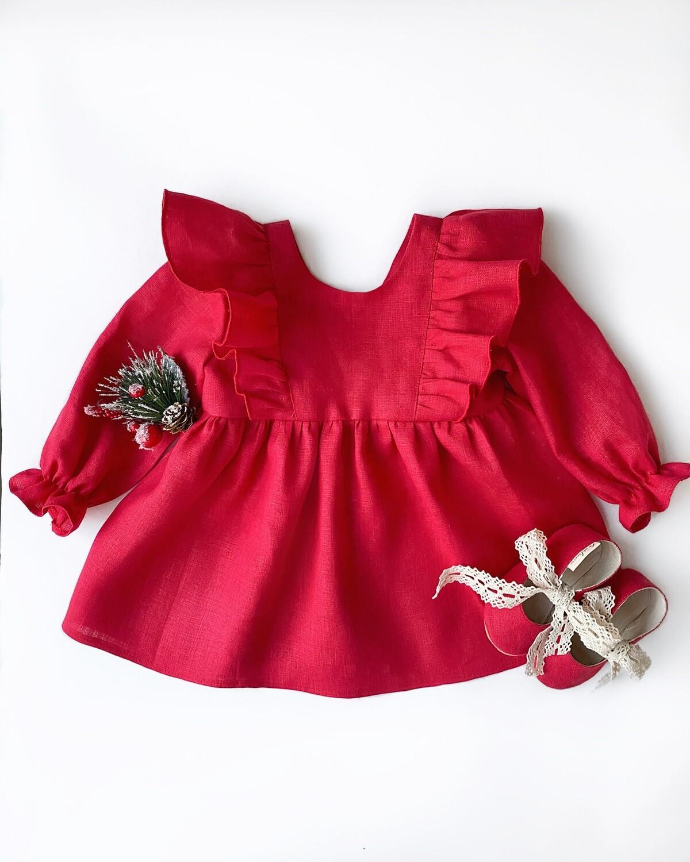 Платье красное с рюшами и длинными рукавами