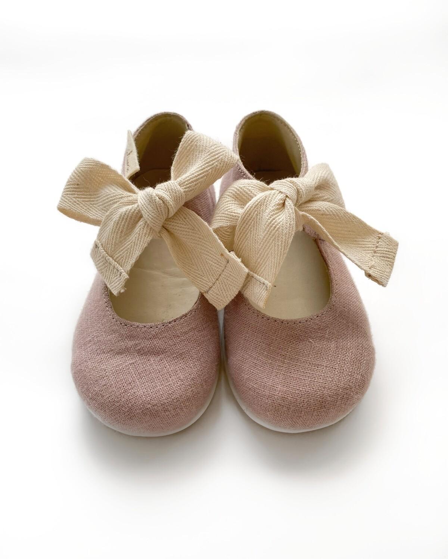 Туфельки с широкой лентой