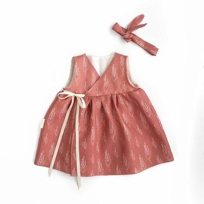 Терракотовое платье на запах без рукавов