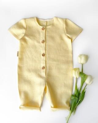 Комбинезон желтый с короткими рукавами