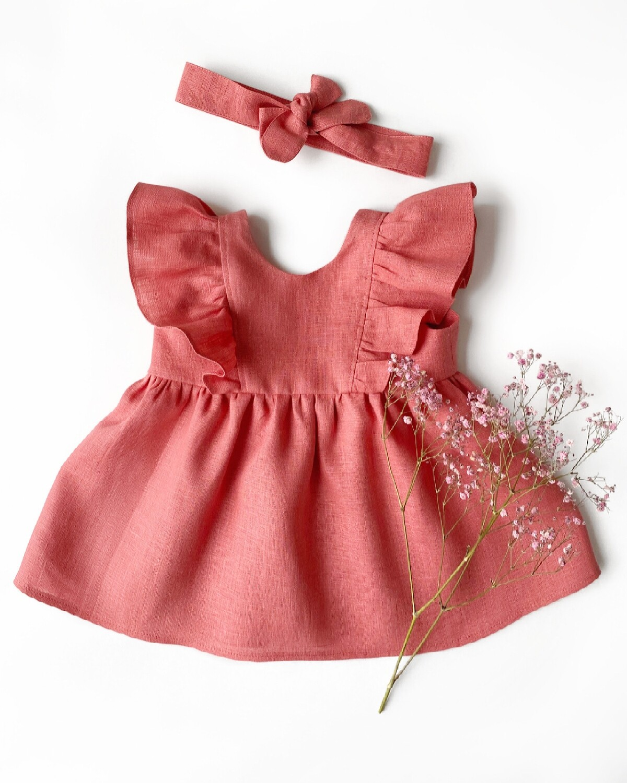 Платье с рюшами в коралловом цвете