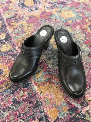 Nurture black Clogs - Size 6.5