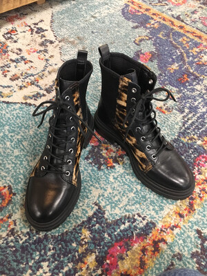 Vince Camuto Black High Top Shoes - Size 6.5