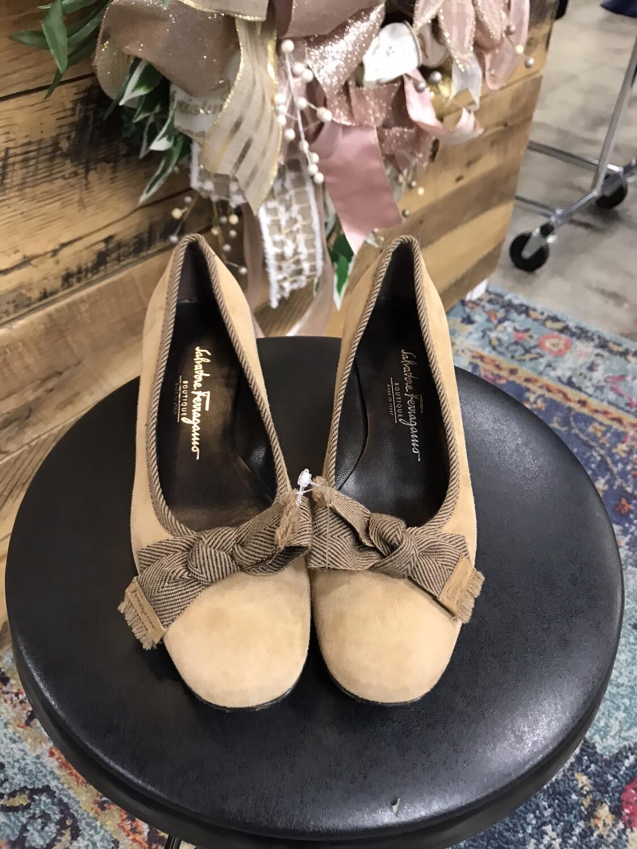 Salvatore Ferragamo Tan Bow Block Heels - Size 7