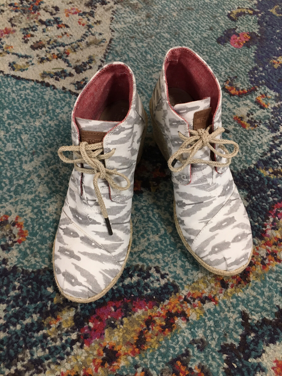 Tom's White & Gray Wedge Lace Up Shoes - Size 8W