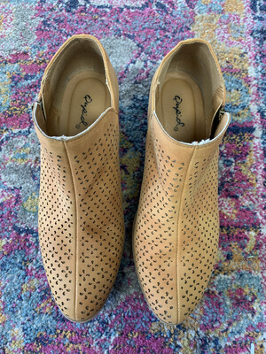 Qupid Tan Textured Booties - Size 7.5