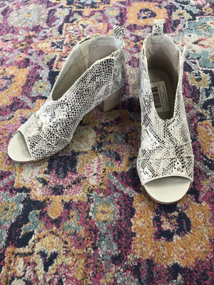Very G Snakeskin Booties - Size 9