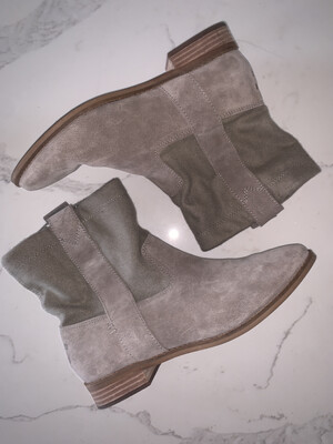 Toms Tan Boots - Size 9