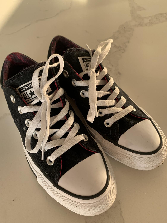 Converse Black Low Chuck Taylor - Size 7