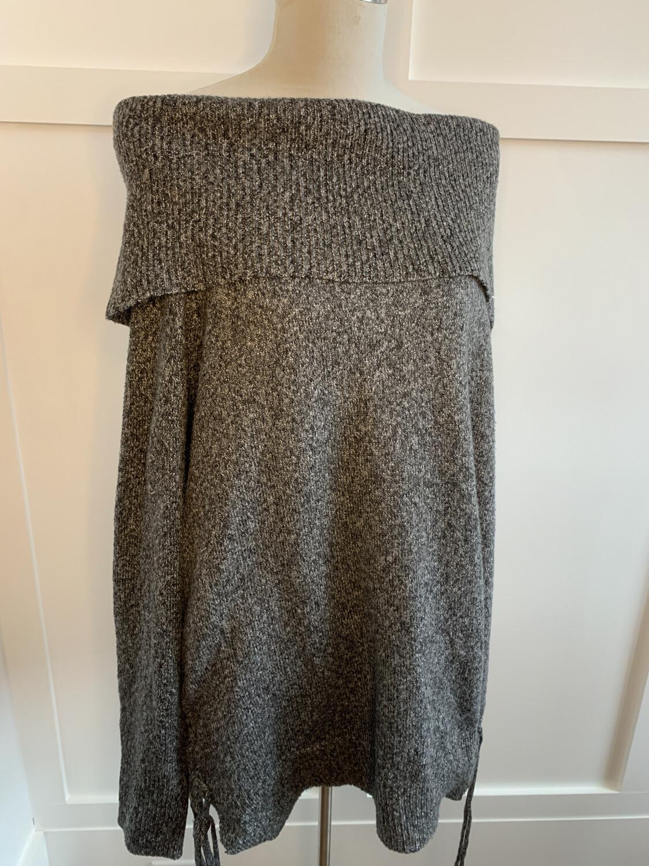 Easel Grey & White Knit Off Shoulder w/ Side Ties - M