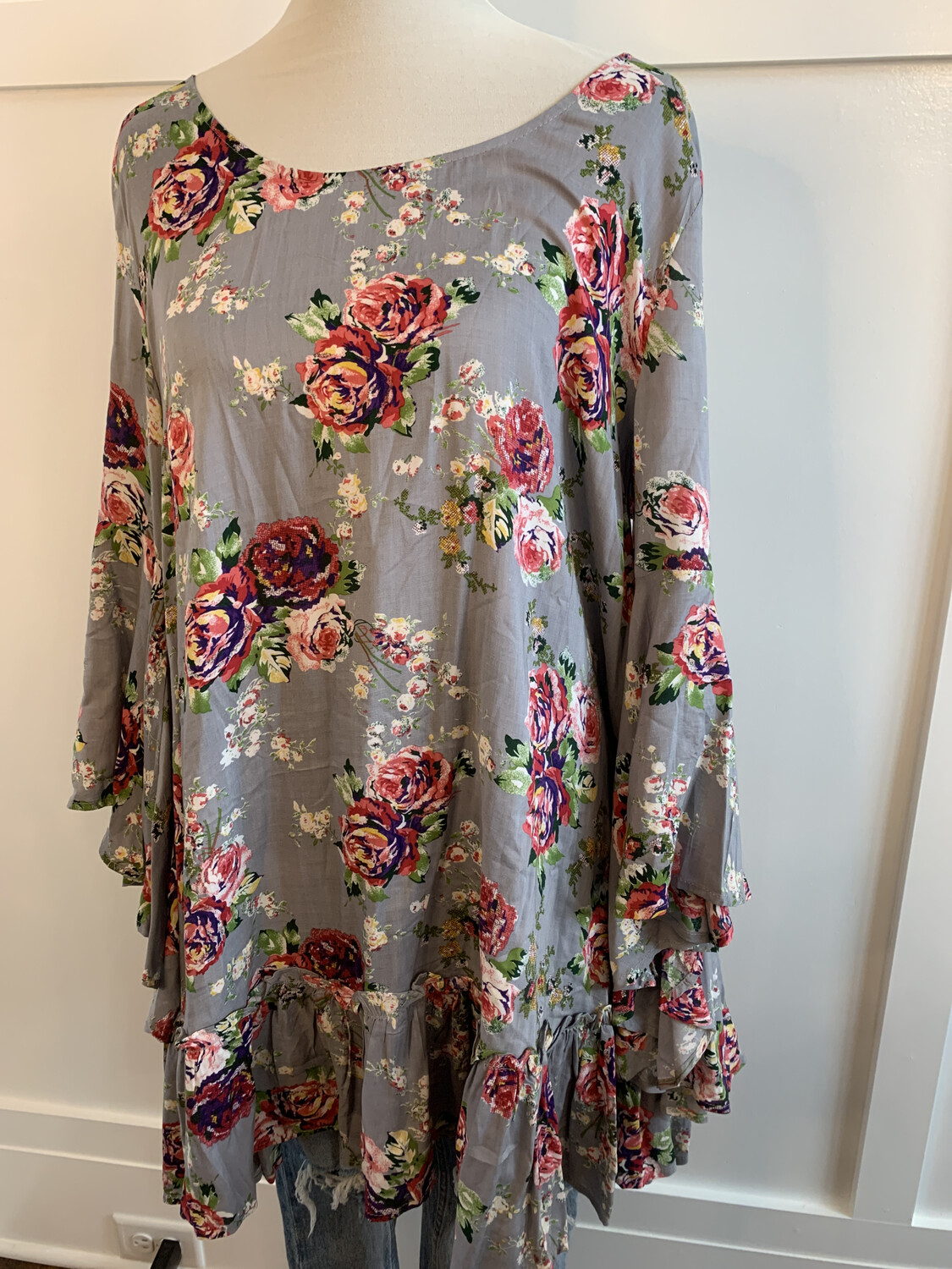 Umgee Grey Floral Ruffle Bottom Tunic Top - L