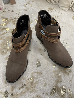 Steve Madden Brown Suede Boots w/ Side Buckles - Size 9.5