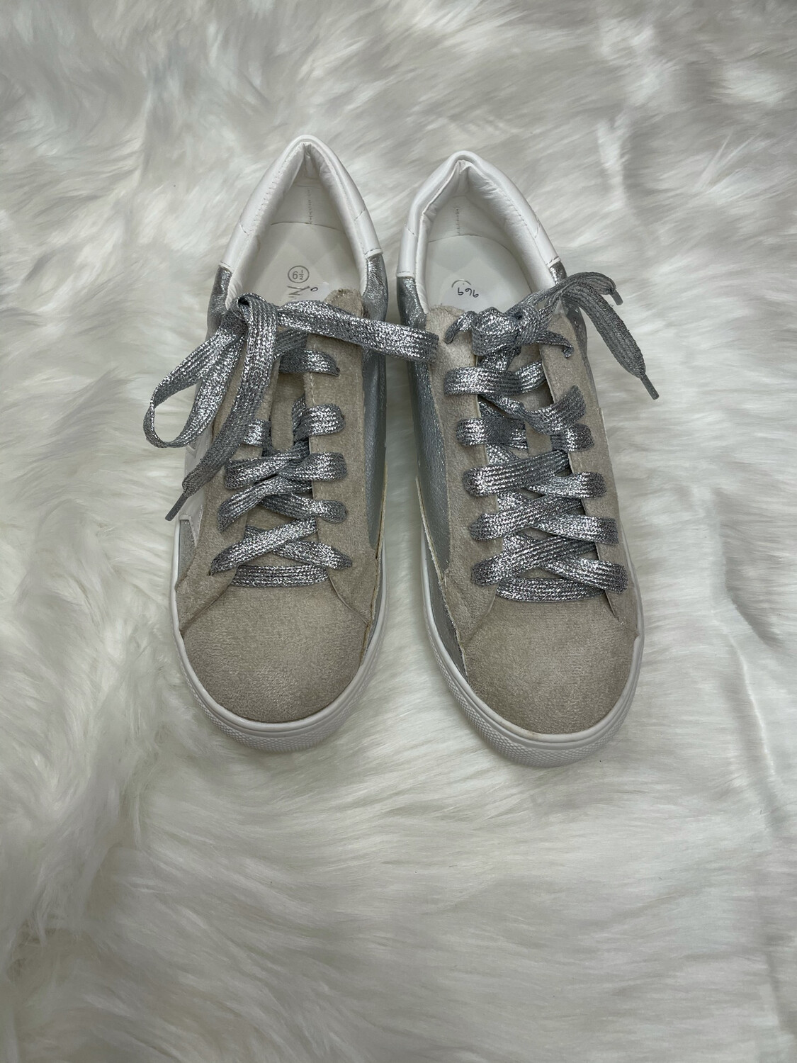 Nature Breeze White & Silver Star Sneakers - Size 6.5