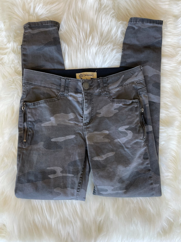 Democracy Grey Camo Pants w/ Zipper Pockets - Size 4