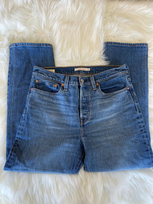 Levi's Medium Wash Wedgie Straight Jeans - Size 29