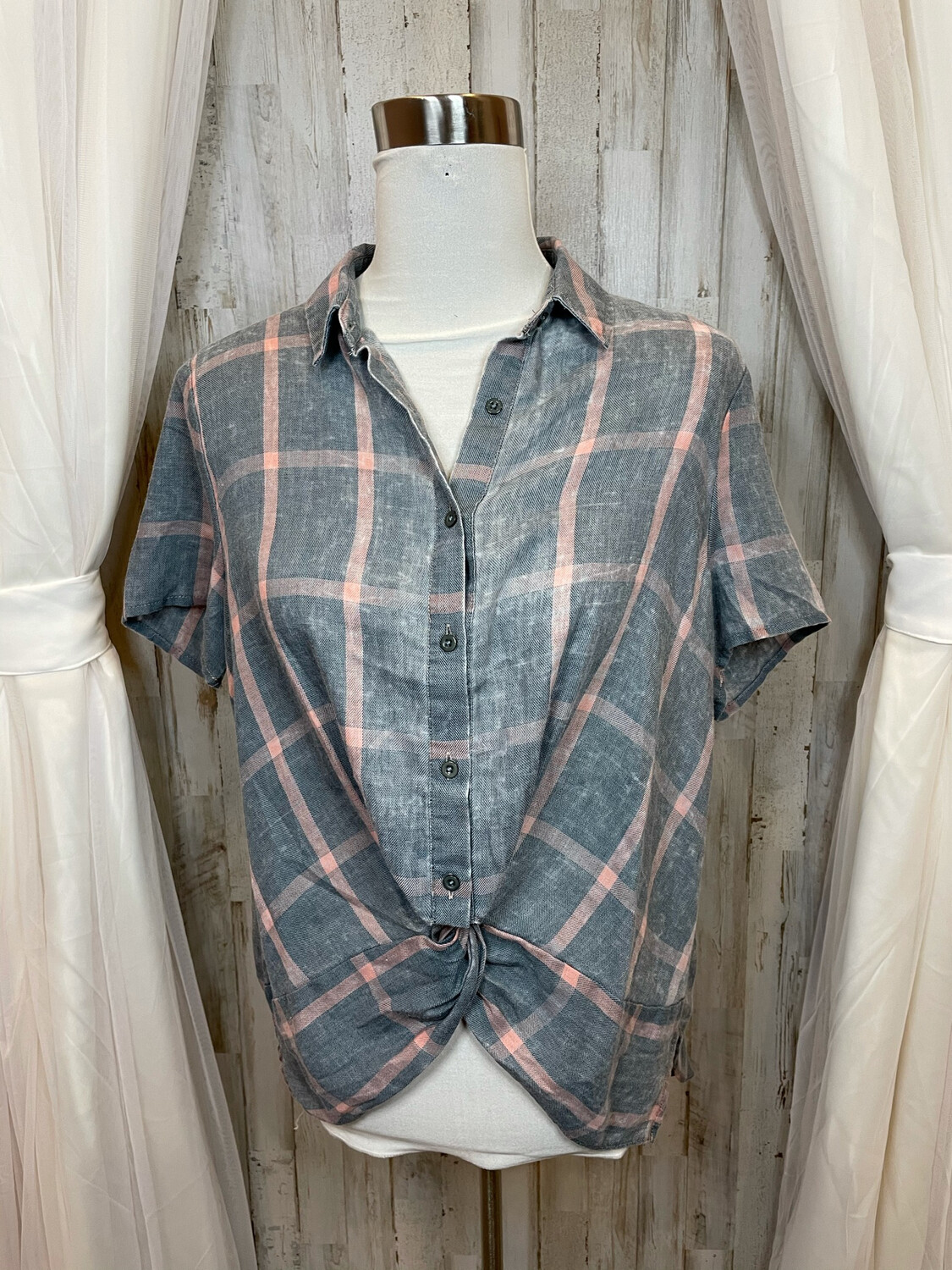 Paper Crane Gray & Pink Button Up - M