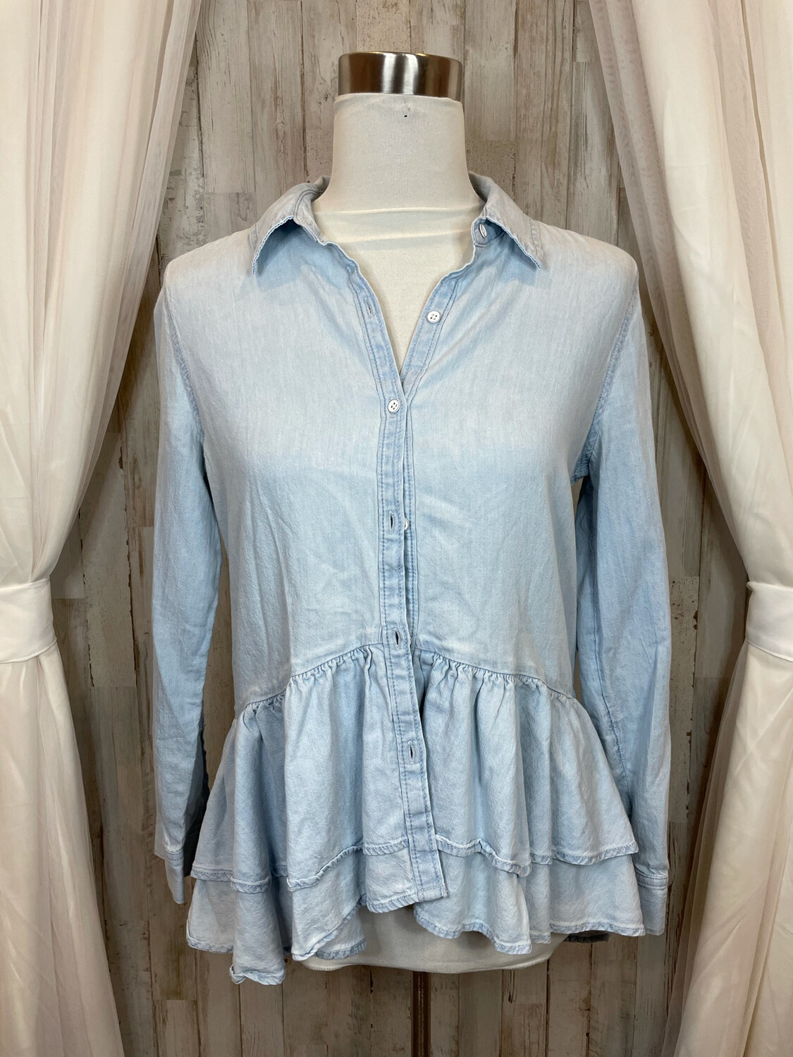 Melrose and Market Chambray Ruffle Top - S