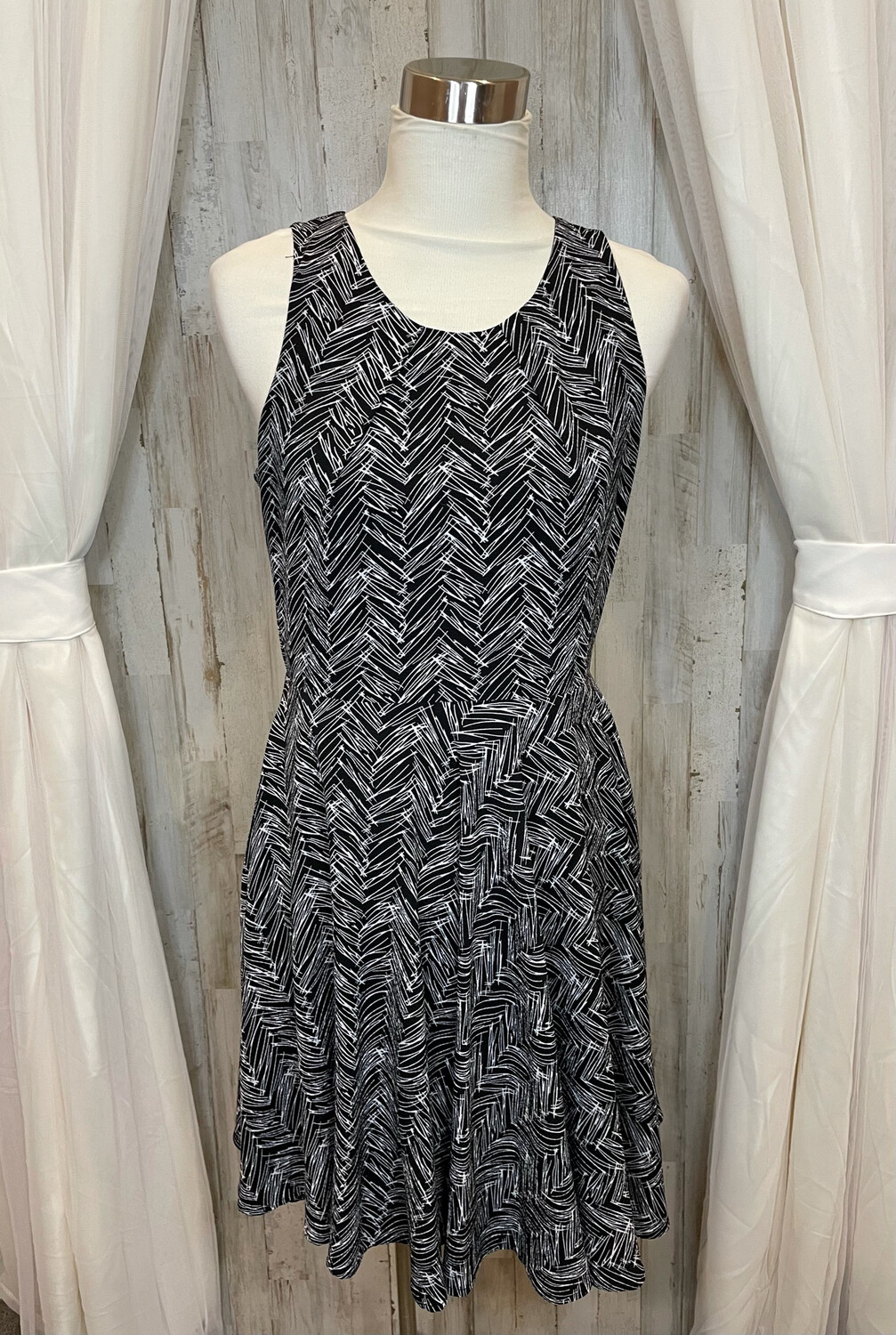 41 Hawthorn Black & White Patterned Tank Dress - M