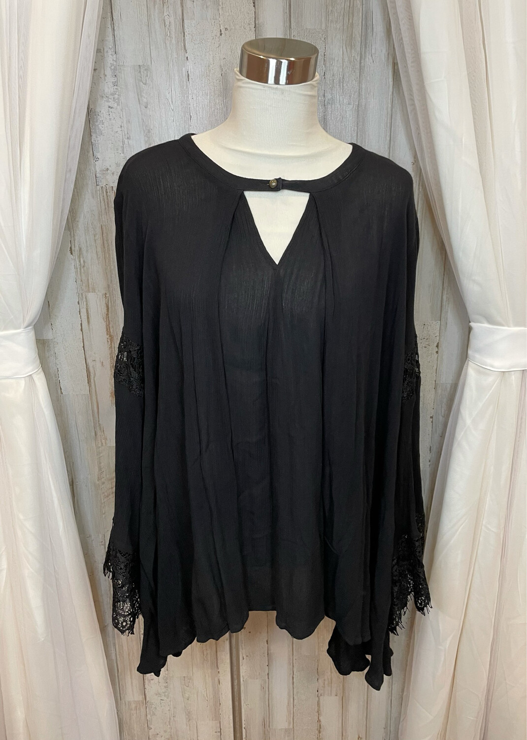 Jodifl Black Embroidered Bell Sleeve Tunic Top - L