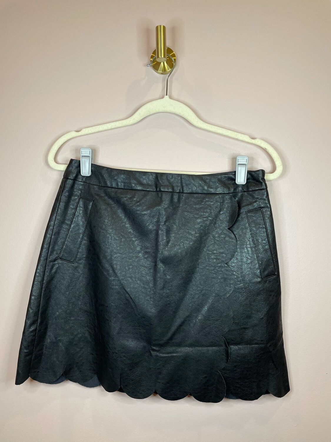 Very J Black Faux Leather Scalloped Layer Skirt - M