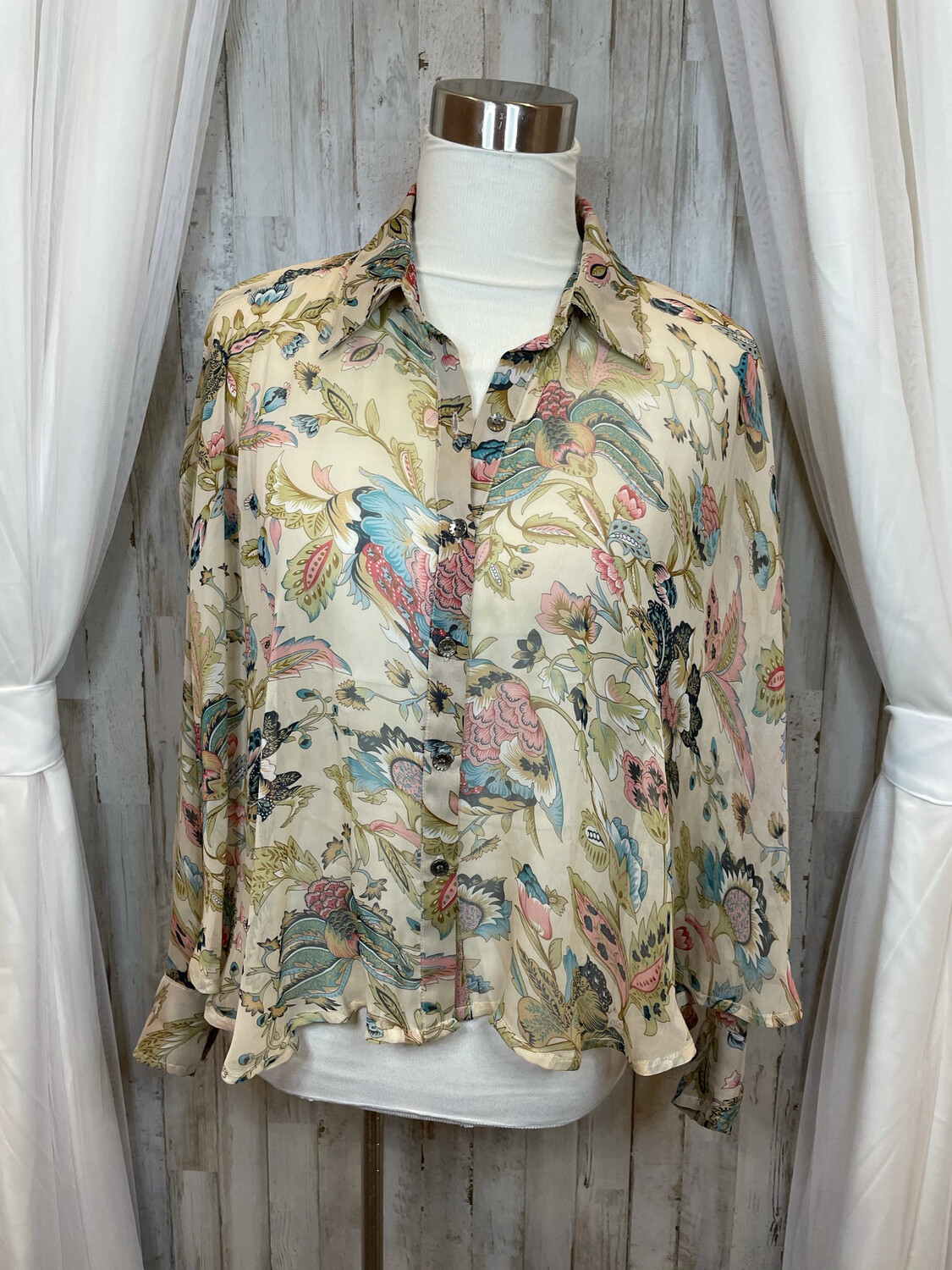 Cecico Floral Sheer Button Up Top - M