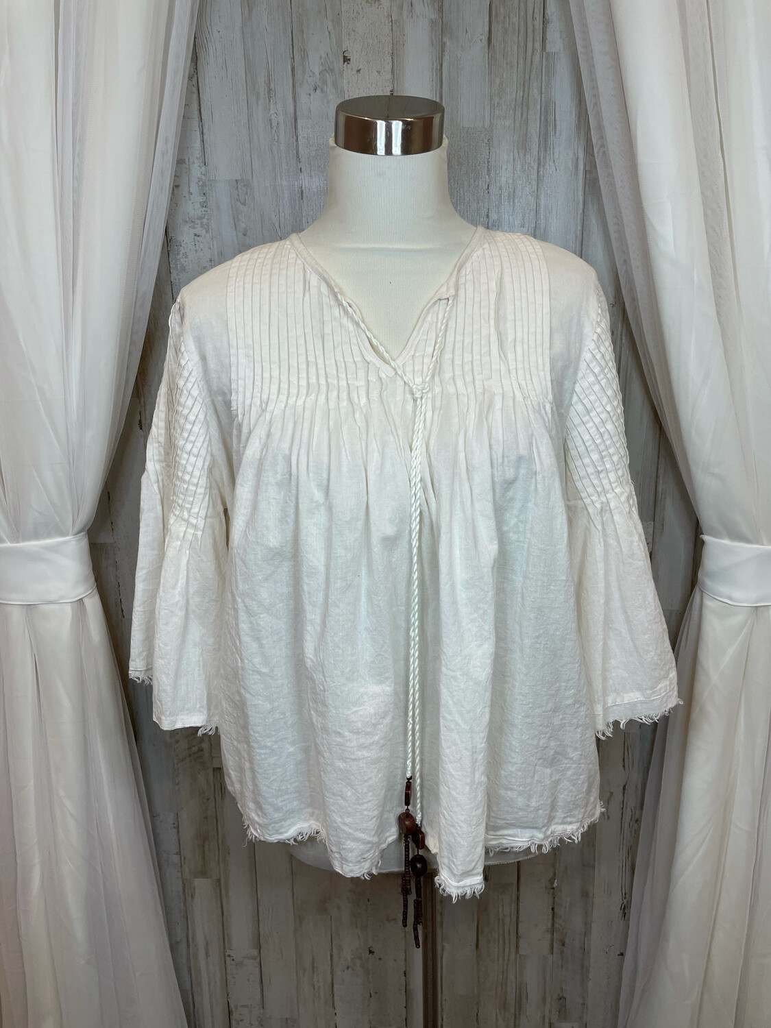 Charlie Paige Cream Top w/Bell Sleeve & Distressed Trim - S