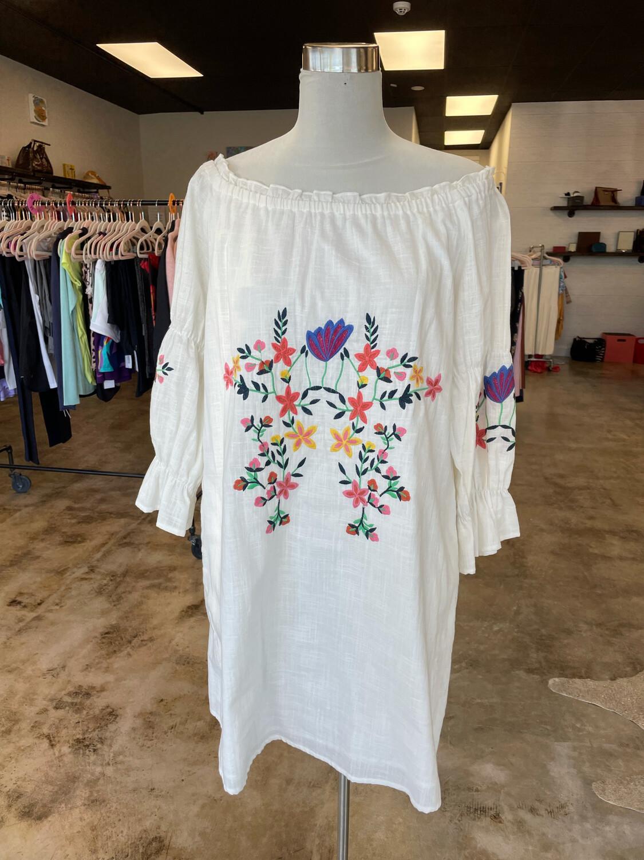 Joy Joy White Dress w/Floral Embroidery - L