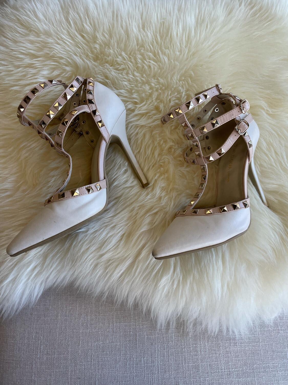 Wild Diva Cream & Pale Pink Studded Heels - Size 6