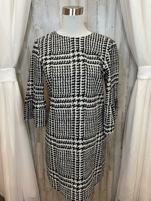 Zara Woman Black & White Patten Dress w/Bell Sleeve - M