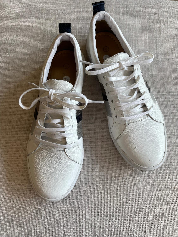 Kaanas White Sneakers w/ Metallic Striped Sides -  Size 8
