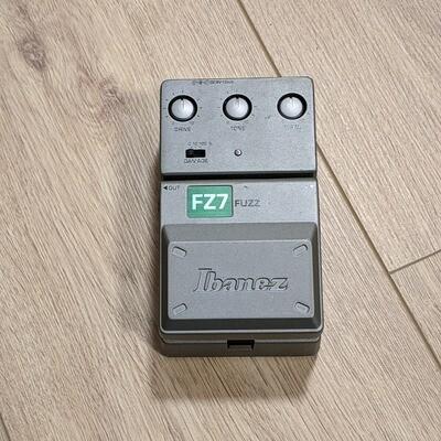 Ibanez Fuzz FZ7