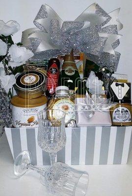 Wedding Deluxe Basket