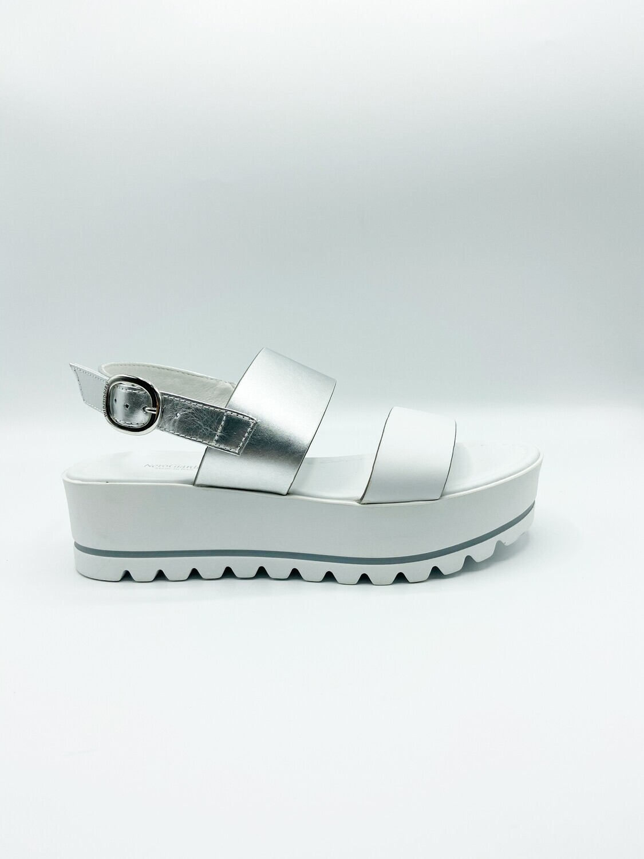 Sandalo Nero Giardini art.E012581D/707 colore bianco e argento