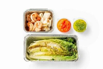 Кальмар и креветки с салатом ромэн и соусом цитронет