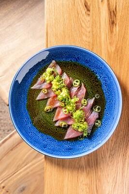 Крудо из тунца с авокадо, чили и соусом понзу